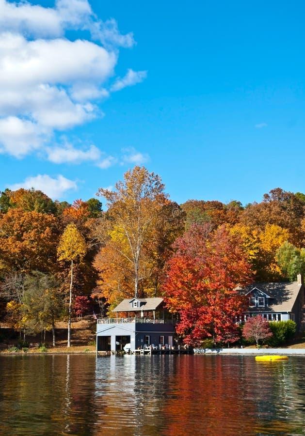 Riflessioni/lago di autunno fotografia stock