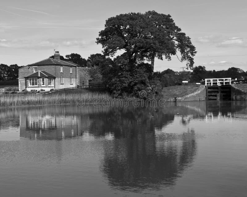 Riflessioni nel canale di Avon e di Kennet fotografie stock libere da diritti