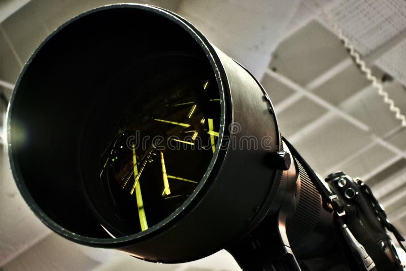 Riflessioni nella lente di tele obiettivo della macchina fotografica enorme immagini stock libere da diritti