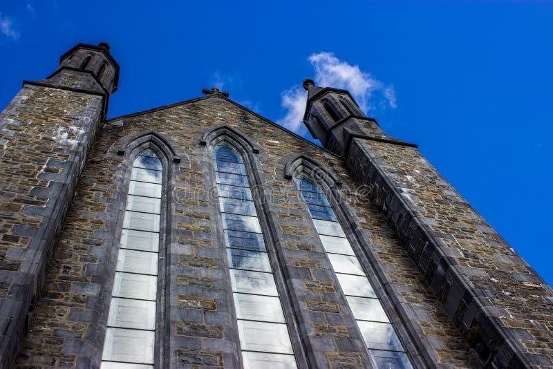 Riflessioni nelle finestre della cattedrale fotografia stock libera da diritti