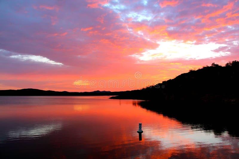 Riflessioni rosse del cielo fotografie stock libere da diritti