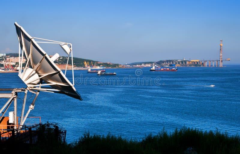 Riflettore parabolico in porta Vladivostok, Russia fotografia stock