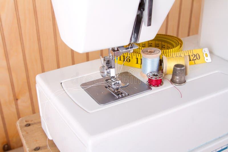 Rifornimenti della macchina per cucire di cucito e fotografie stock