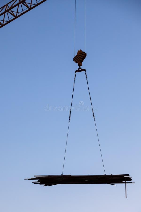 Rifornimenti di Crane Hoisting fotografie stock libere da diritti