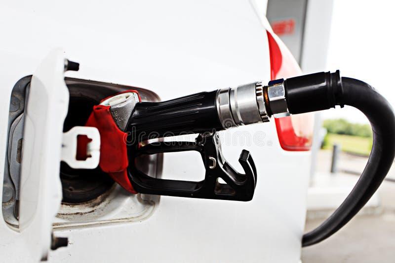 Rifornimento dell'automobile di combustibile immagine stock