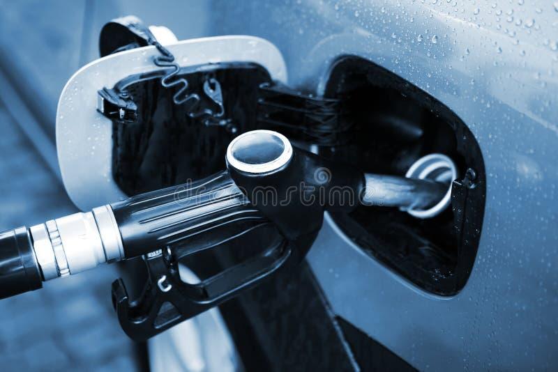 Rifornimento di carburante dell'automobile immagine stock