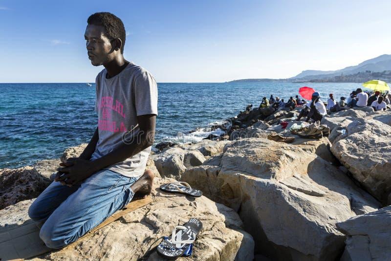 Rifugiati africani bloccati in Italia fotografia stock libera da diritti