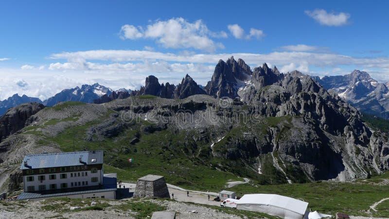 Rifugio Auronzo en Dolomietpieken stock foto