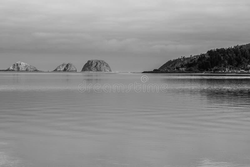 Rifugio incurvato delle rocce nell'Oregon fotografia stock libera da diritti