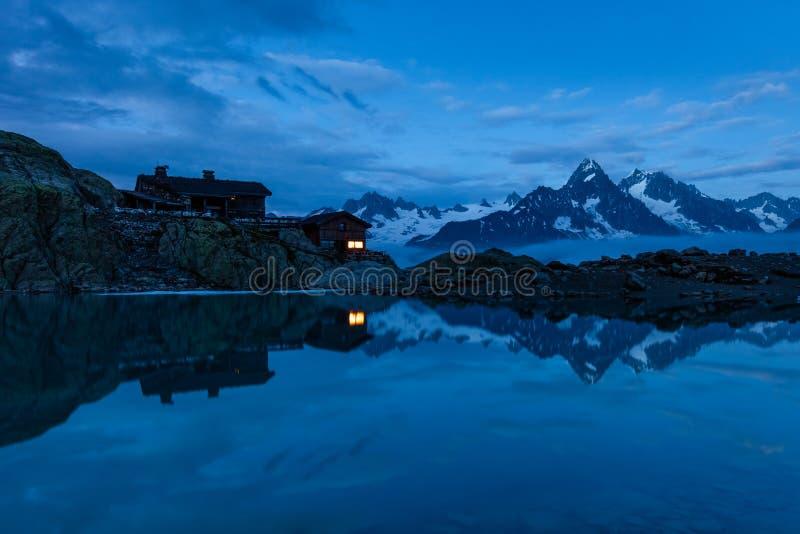 Rifugio 2352m, massiccio du Mont Blanc di Blanc della bacca fotografia stock