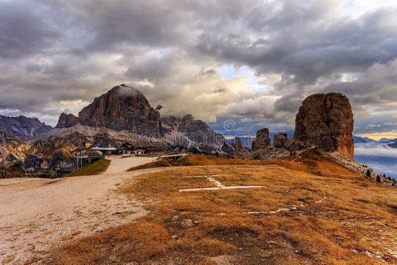 Rifugio Scoiattoli a Cinque Torri fotografie stock libere da diritti