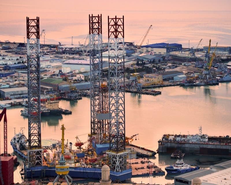 Rig Leaves Shipyard di perforazione fotografia stock