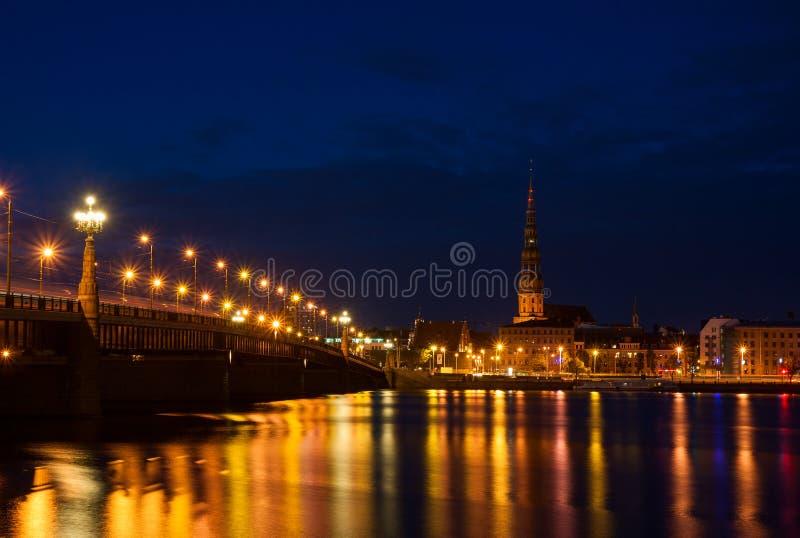 Riga bij nacht royalty-vrije stock fotografie
