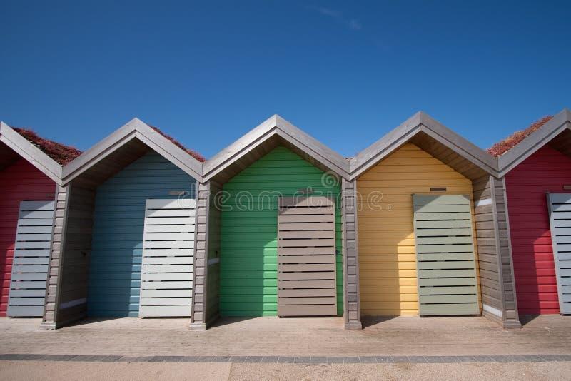 Riga delle capanne della spiaggia fotografia stock libera da diritti