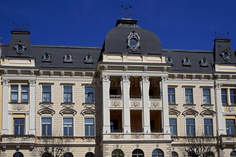 Riga, Elizabetes 19, una costruzione storica con gli elementi di neoclassicismo e eclettismo immagini stock libere da diritti