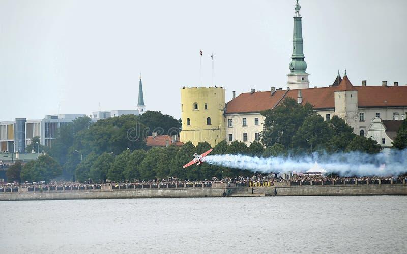 Riga. Festival aéreo no banco de Dvina. imagens de stock