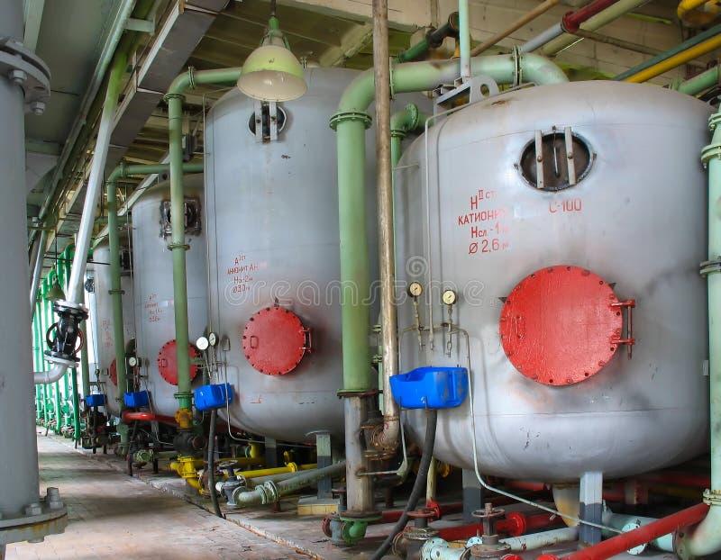 riga industriale chimica serbatoi di potenza della pianta fotografie stock libere da diritti