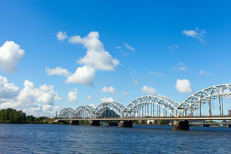 Riga järnvägsbro, Lettland. fotografering för bildbyråer