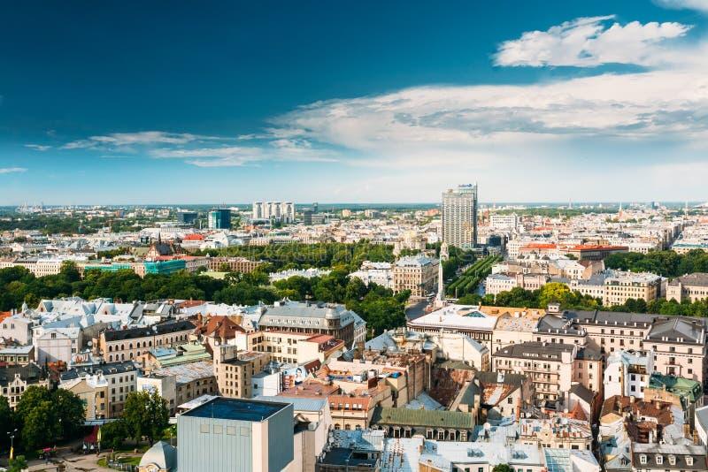 Riga, Latvia Arquitetura da cidade de Riga em Sunny Summer Day Vista superior do fá foto de stock royalty free