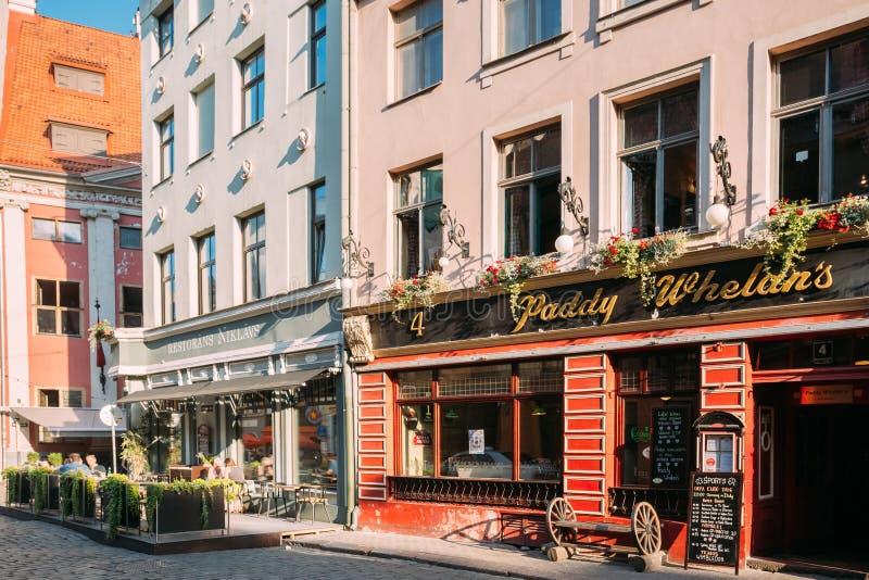 Riga, Latvia Barra de deportes de Paddy Whelans Irish Pub And en Grecinieku fotos de archivo libres de regalías