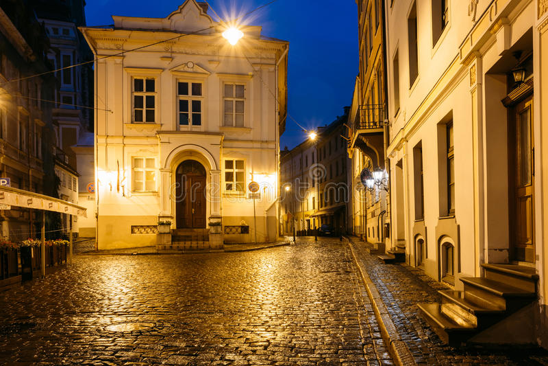 Riga, Latvia Construção velha na interseção de Maza Pils e de Klos fotografia de stock