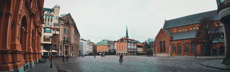 riga latvia I mitten av den gamla staden arkivfoton