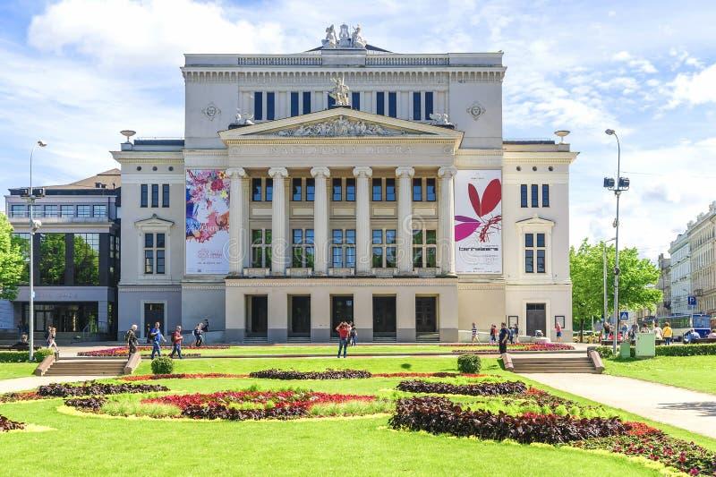 RIGA LATVIA-JULY 11, 2017: Lettisk nationell opera och balett i Riga royaltyfria bilder