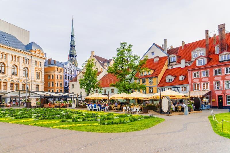 RIGA LATVIA-JULY 10, 2017: Livu fyrkant Området av Livu är lurar fotografering för bildbyråer