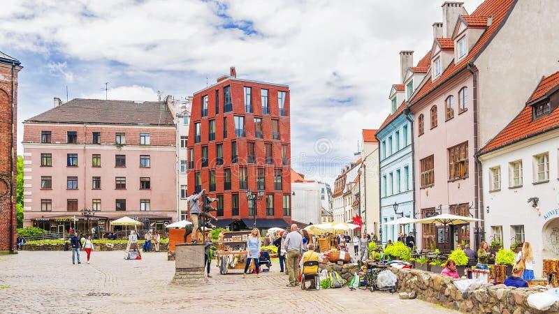 RIGA LATVIA-JULY 11, 2017: Monument till de Bremen musikerna - nolla royaltyfri fotografi