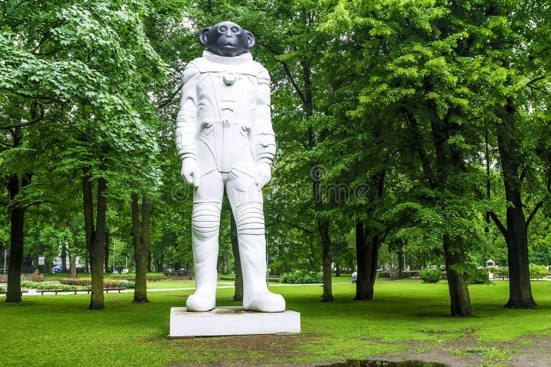 RIGA LATVIA-JUNE 12, 2017: Sam är en monument till att flyga för djur fotografering för bildbyråer