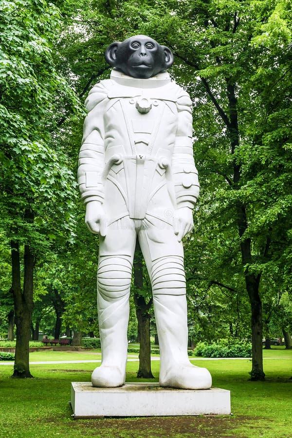 RIGA LATVIA-JUNE 12, 2017: Sam är en monument till att flyga för djur arkivfoto