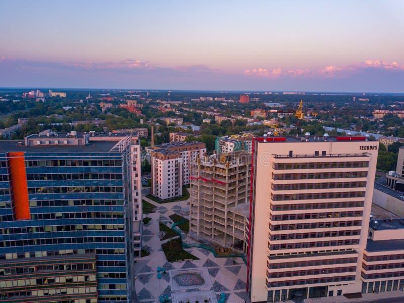 Riga, Latvia 20 luglio 2018 Vista aerea di tramonto sopra Riga immagini stock libere da diritti