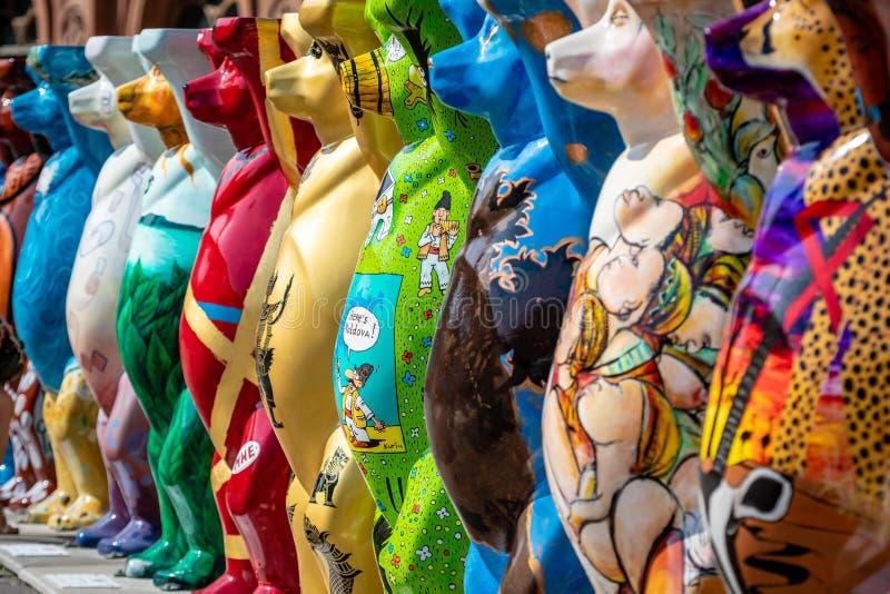 riga latvia Mostra unita di Buddy Bears Il quadrato di Città Vecchia immagini stock libere da diritti