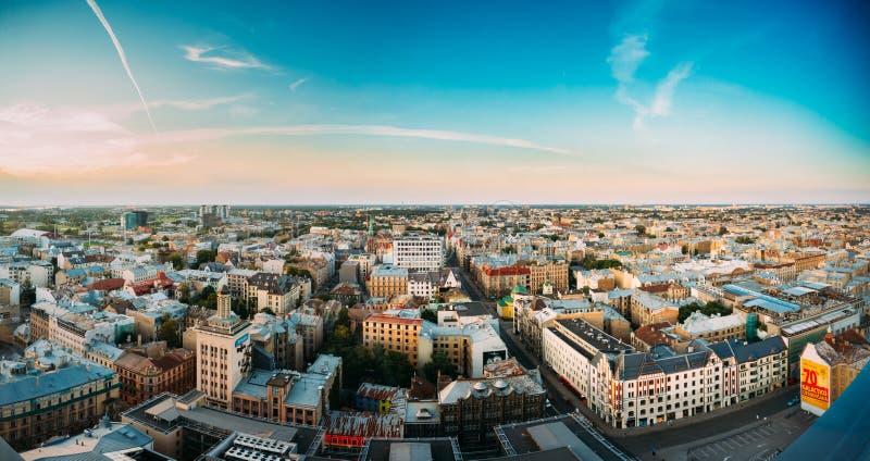 Riga, Latvia Paesaggio urbano panoramico di Riga Vista aerea superiore di Baznicas fotografie stock