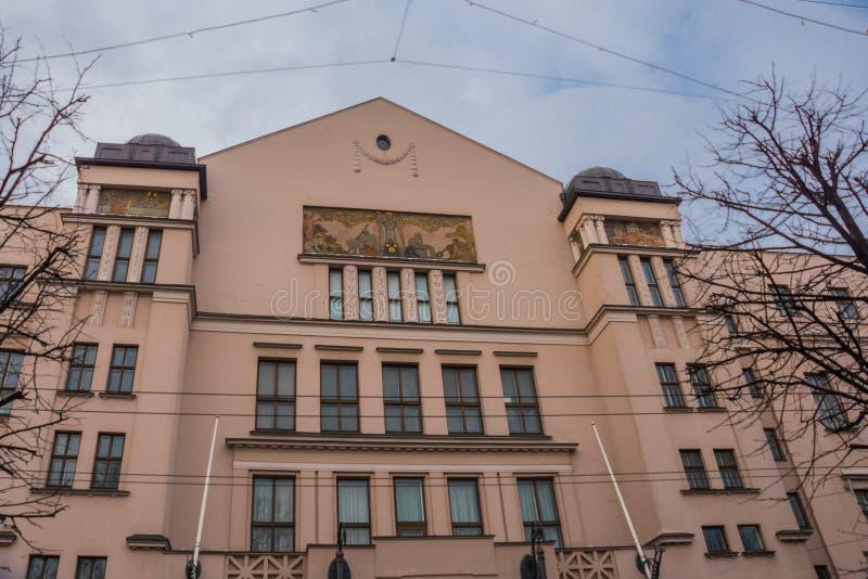 Riga, Letónia: Arquitetura de Art Nouveau em Riga Fachadas bonitas das casas no estilo moderno da arte fotos de stock royalty free