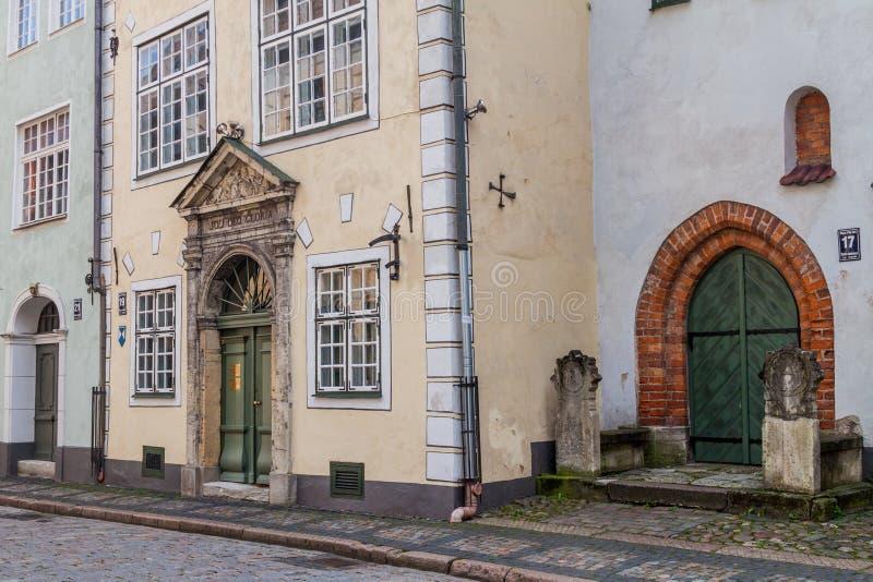 RIGA, LETÓNIA - 19 DE AGOSTO DE 2016: As casas chamaram três irmãos no centro de Riga, Latv fotografia de stock royalty free