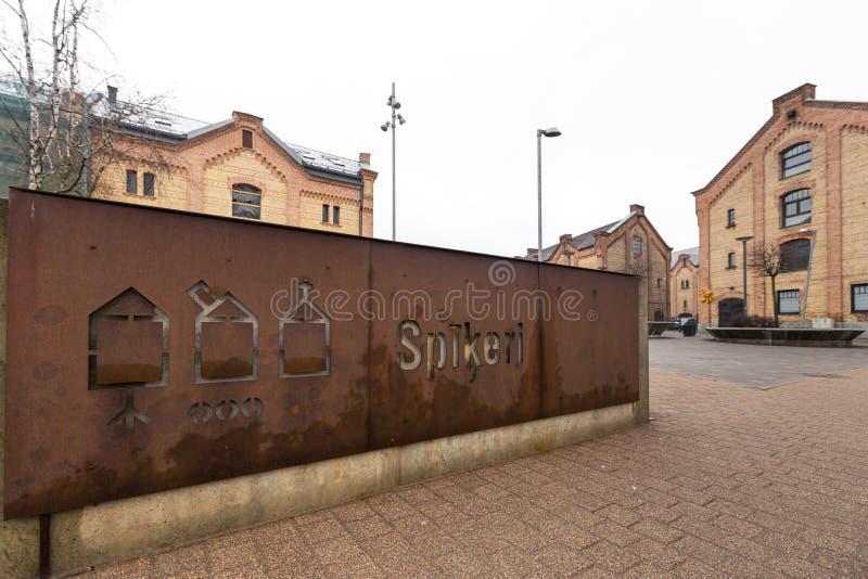 RIGA, LETÓNIA - 16 DE MARÇO DE 2019: Quarto de Spikeri situado entre ruas de Maskavas, de Turgeneva e de Krasta em Riga - imagem de stock royalty free