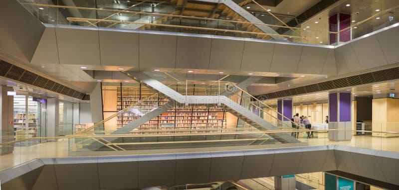 RIGA, LETLAND - Januari, 2018: Binnenlandse ruimte van Letse Nationale Bibliotheek royalty-vrije stock foto