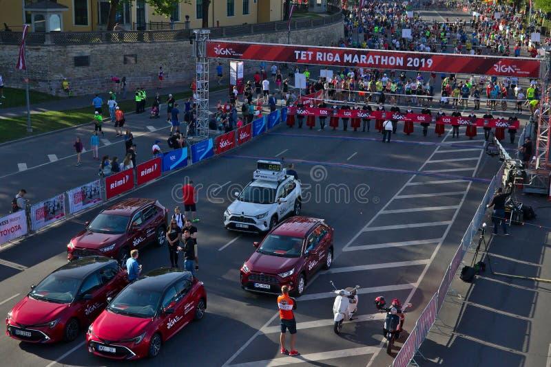 Riga, Letland - Mei 19 2019: Voorbereidingen dicht bij het begin van de Marathon van TET Riga royalty-vrije stock foto