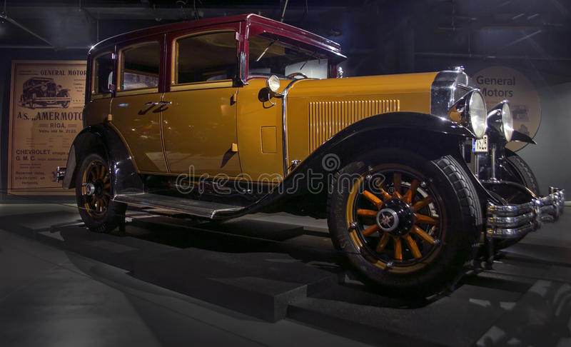 RIGA, LETLAND - OKTOBER 16: Retro auto 1929 van Reeks 116 van jaarbuick de Motormuseum van Riga, 16 Oktober, 2016 in Riga, Letlan stock foto's