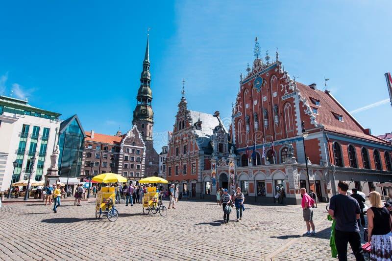 Riga Lettland Augusti 20, 2015: Dagsikt av staden Hall Square royaltyfri foto