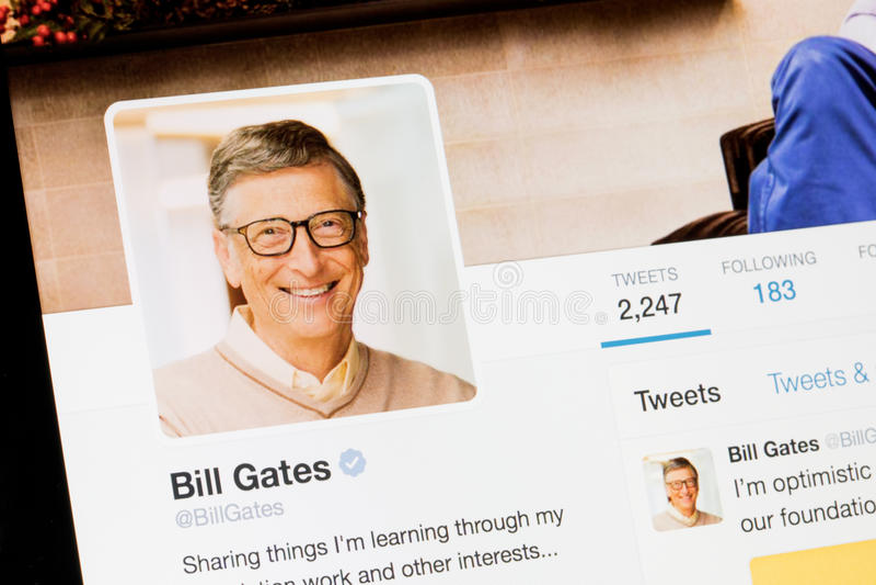 RIGA, LETTLAND - 2. Februar 2017: Bill Gates Twitter-Profil lizenzfreie stockbilder