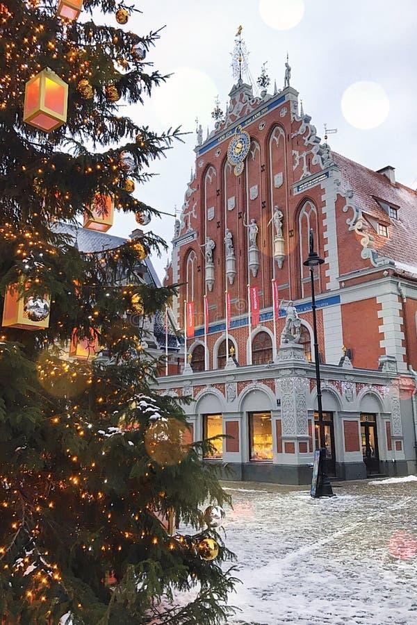 Riga Lettland - Januari 5, 2019: Gotiskt byggande hus av pormaskarna, gammal stad arkivfoton
