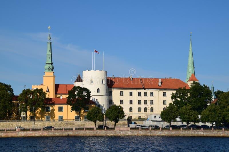 Riga Lettland, 15 Juli, 2015 riga för uppehåll för slottlatvia gammal president town Slotten är en uppehåll för en president av L royaltyfria foton