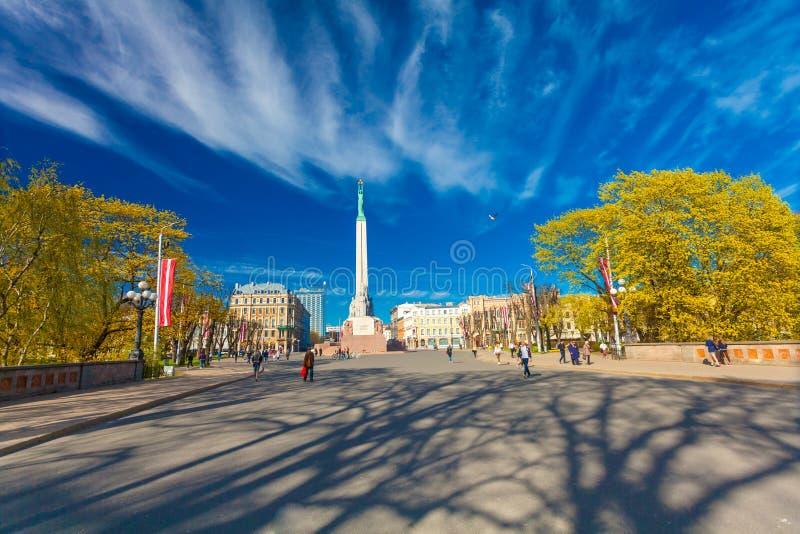 RIGA, LETTLAND - 6. MAI 2017: Sehen Sie Monument zur Freiheit in Riga - die Hauptstadt von Lettland an, gelegen auf Freiheits-Qua stockbilder