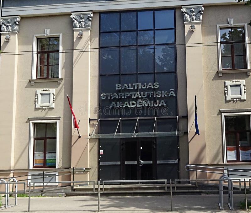 Riga Lettland - 23rd Juni 2019: Baltisk internationell byggnad för universitet för akademiutbildningsinstitut fotografering för bildbyråer