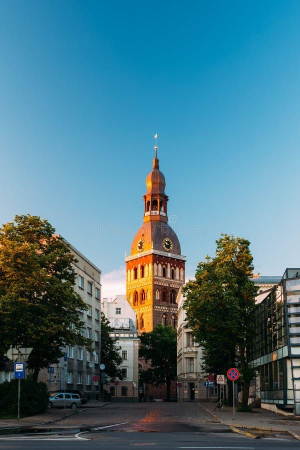 Download Riga, Lettland Turm Von Licht Rigas Dom Dome Cathedral At Sunset Redaktionelles Stockfoto - Bild von lettland, niemand: 90234208
