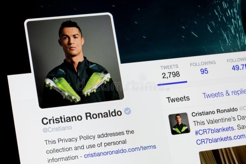 RIGA, LETTONIA - 2 febbraio 2017: Conto di Twitter del calciatore famoso Cristiano Ronaldo dei mondi fotografia stock libera da diritti