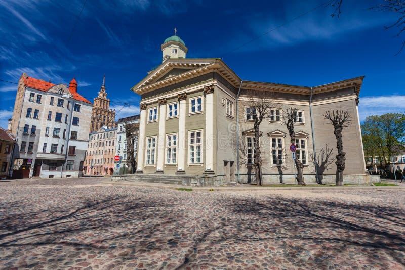 RIGA, LETTONIA - 6 MAGGIO 2017: Vista sul cuore di Riga di Jesus Evangelic Lutheran Church che è individuato nella città immagini stock libere da diritti