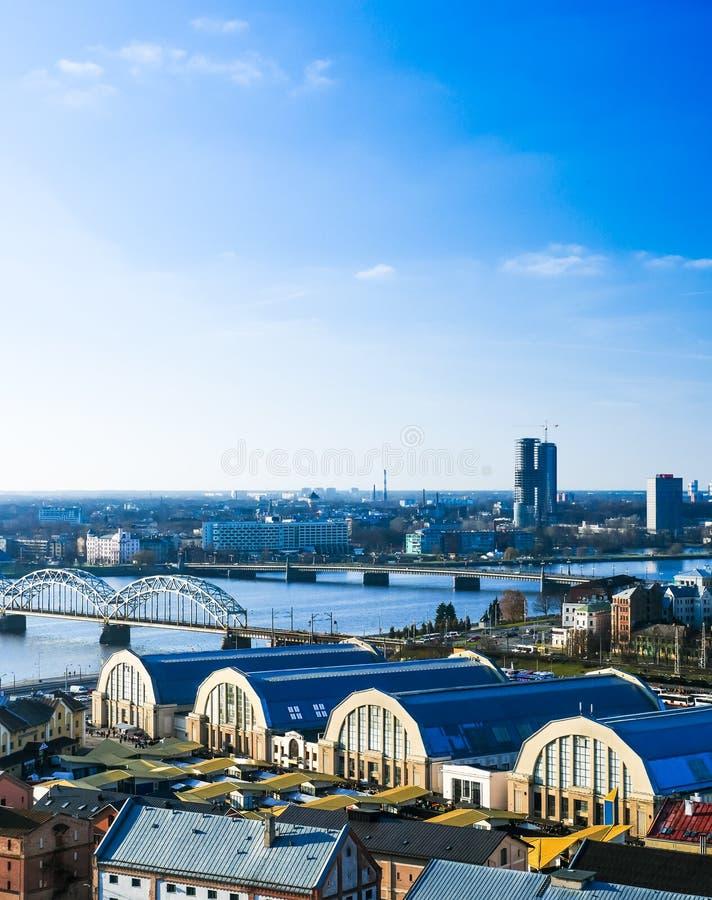 RIGA, LETTONIA - panorama di Città Vecchia a Riga fotografia stock libera da diritti